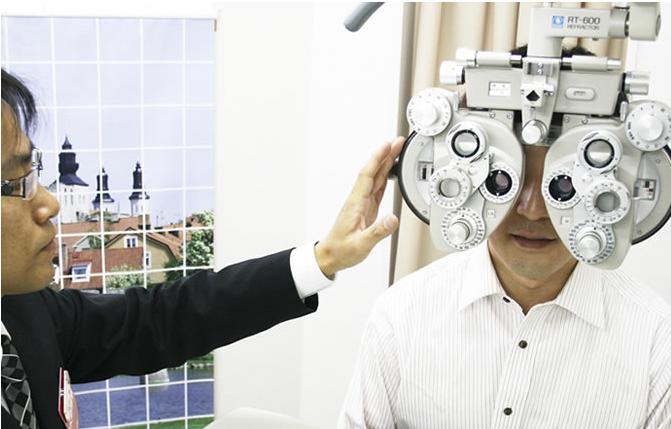 認定眼鏡士による測定